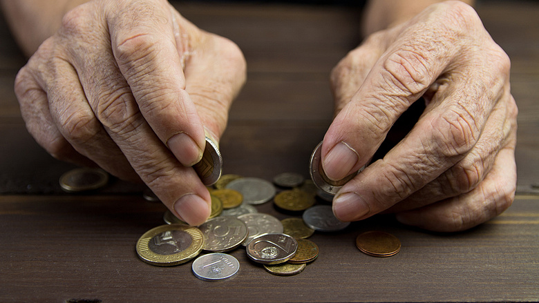 egy nyugdíjasnak pénzt kell keresnie)