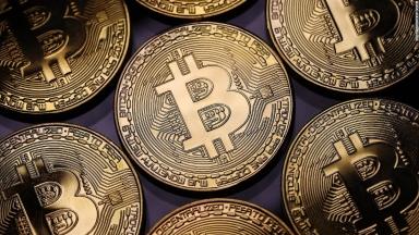 Bitcoin téma)