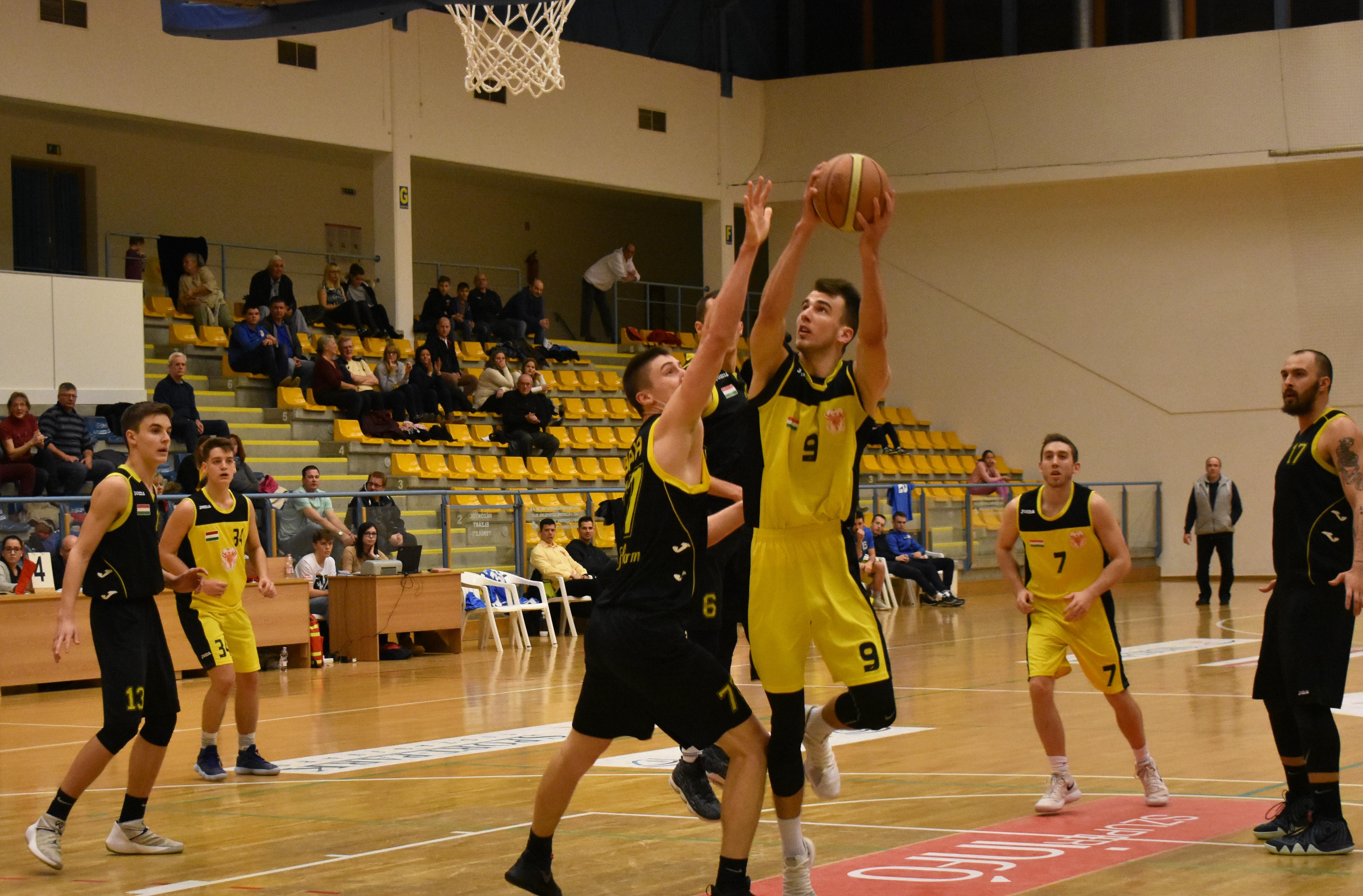 Olló iskolai FISKARS kosárlabda motívummal 13cm - Ollók - Színes-Kereskedés Irodaszer Webáruház