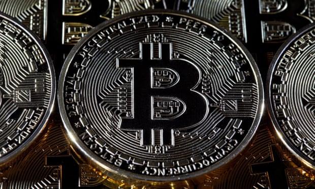 hova érdemesebb befektetni a bitcoint)