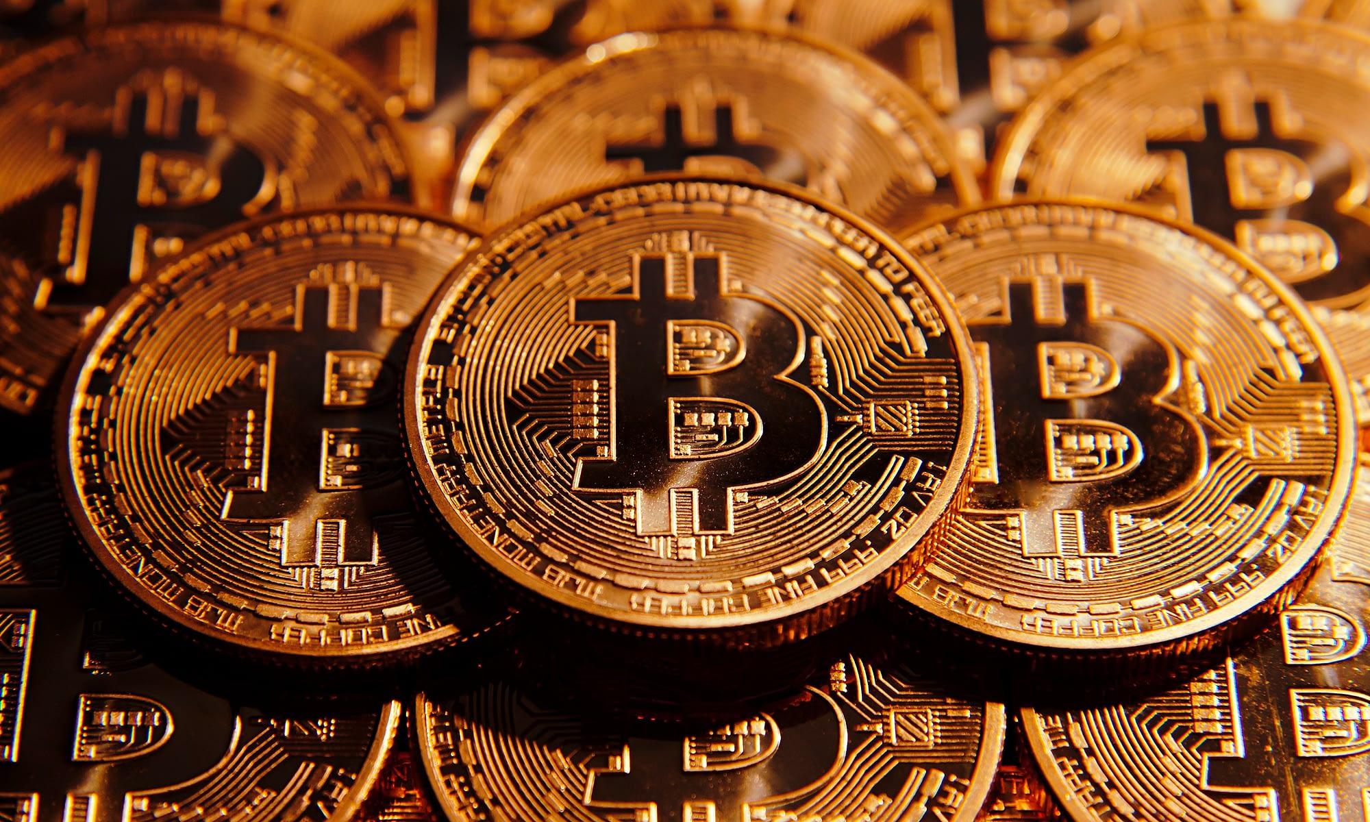milyen évben jelent meg a bitcoin)